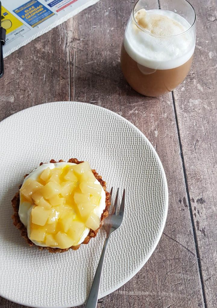 Ontbijttaartje met gebakken peer