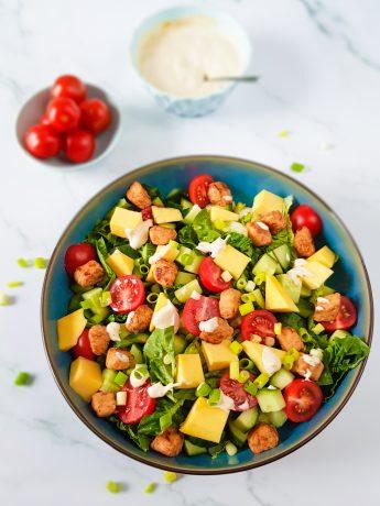 Vegetarische salade met mango