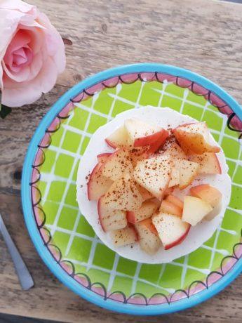 Een heerlijk appel-kaneel ontbijttaartje als ontbijt.