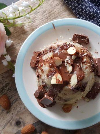 Een lekkere mug cake met chocolade en amandelen. Binnen 5 minuten ben je klaar om te genieten!