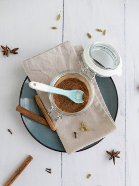 Een hartverwarmende chai kruidenmix om chai tea latte mee te maken