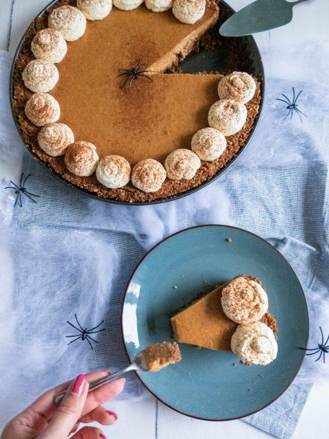 Een heerlijk herfstige pumpkin pie, een pompoentaart met bodem van speculaas